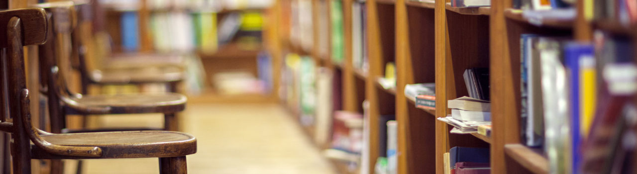 Sedie e libri in biblioteca - Labor Law Università di Padova